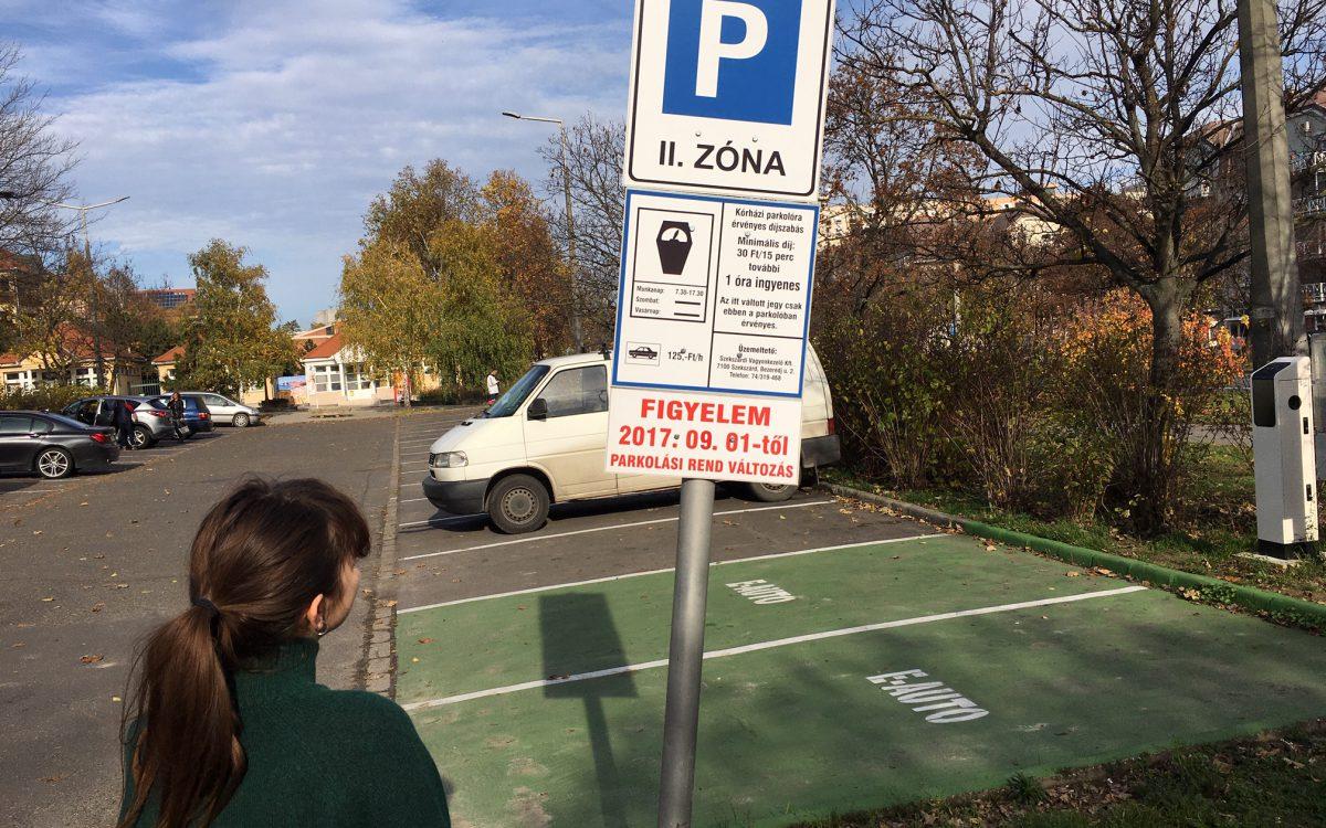 Három hónapig ingyenes a parkolás a város területén